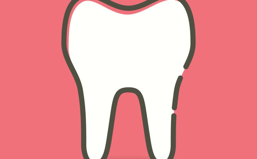 Śliczne nienaganne zęby także niesamowity prześliczny uśmieszek to powód do dumy.